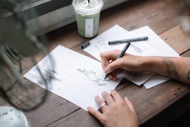 Kinlake-Linda-On-A-Tree-Minimal-Illustration